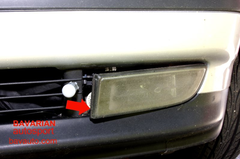 Bmw E38 7 Series Fog Light And Bulb Removal Replacement