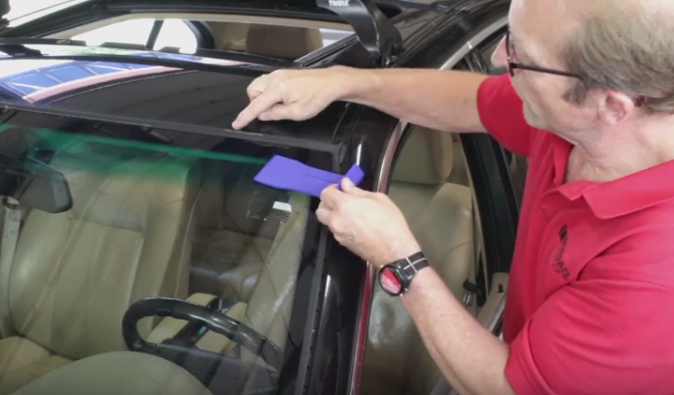 Bmw Diy Video How To Replace Windshield Perimeter Trim