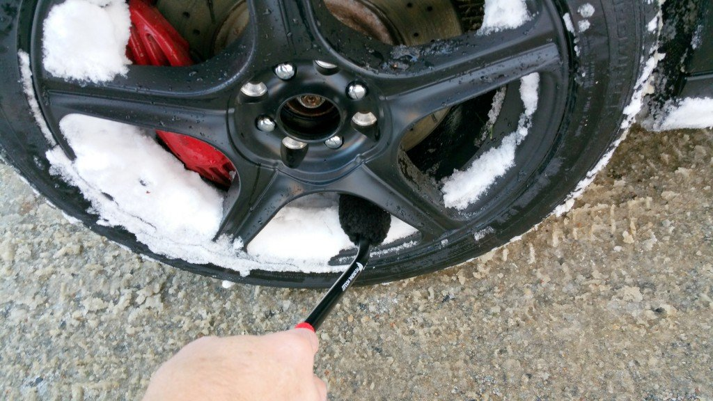 Wheel Woolie cleans snow from wheels between brake rotors BAvauto